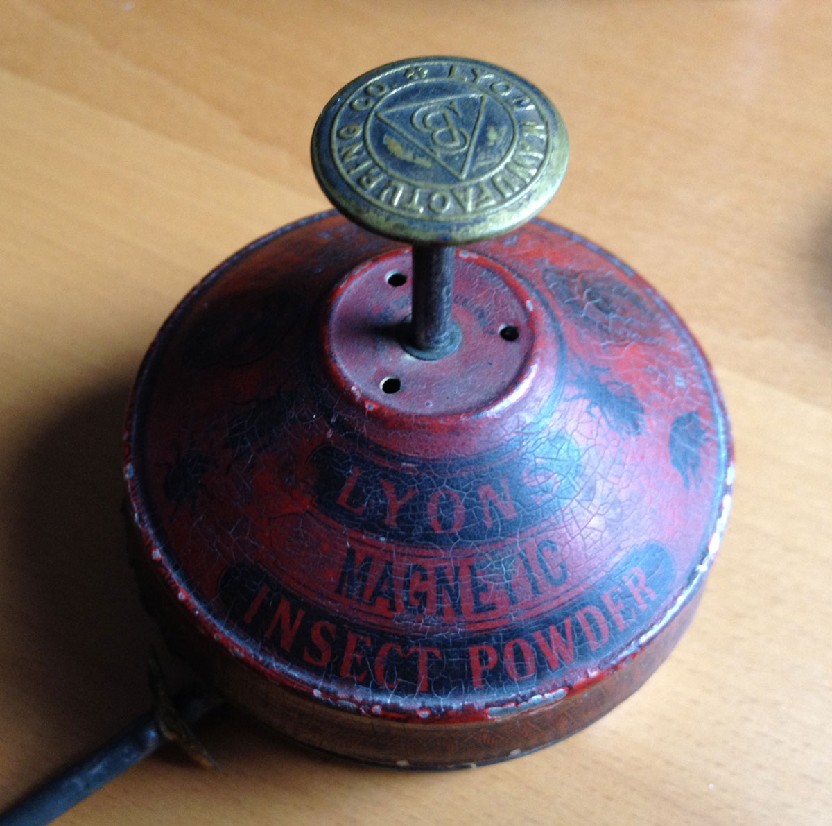Lyons Magnetic Insect Powder Tin